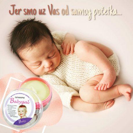 beba koja spava mirno uz vitaminsku kremu za negu pelenske regije