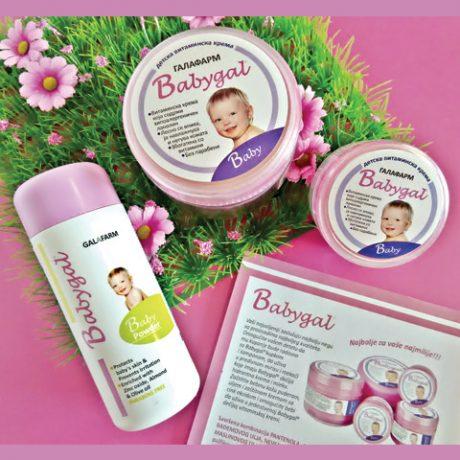 bebigal kolekcija za bebe i decu bez parabena koja se sastoji od dve kreme i jedan bebi puder